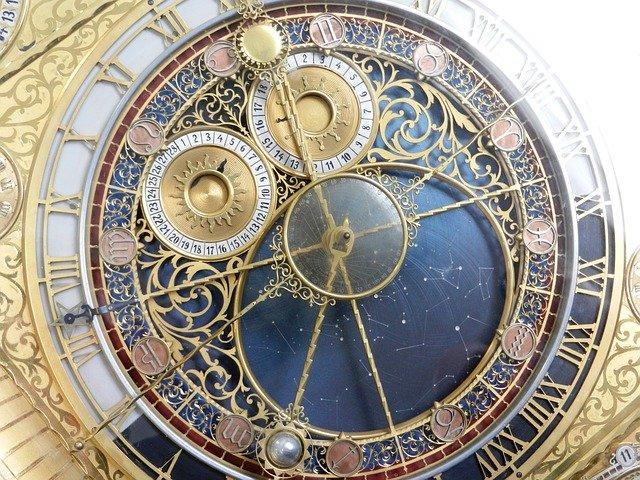 clock-2050857_640